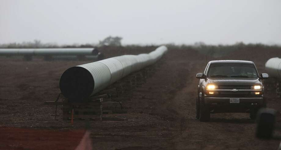 A new crude oil pipeline will be built from West Texas' Permian Basin to the Gulf Coast near Corpus Christi. Photo: John Davenport /San Antonio Express-News / ©San Antonio Express-News/John Davenport