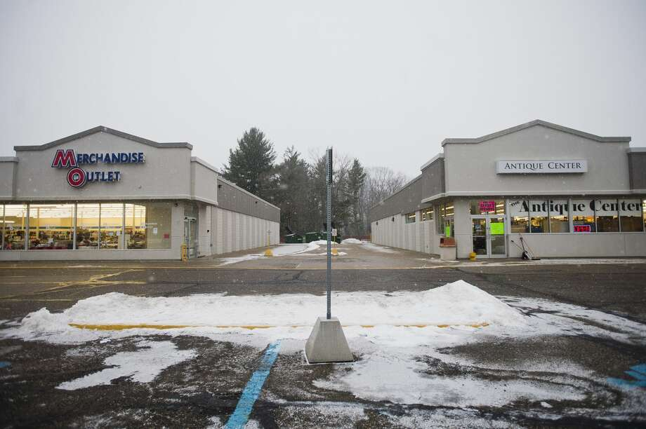The Merchandise Outlet and Antique Center are located at a commercial plaza on the south side of M-20 east of Vance Road. (Katy Kildee/kkildee@mdn.net) Photo: (Katy Kildee/kkildee@mdn.net)