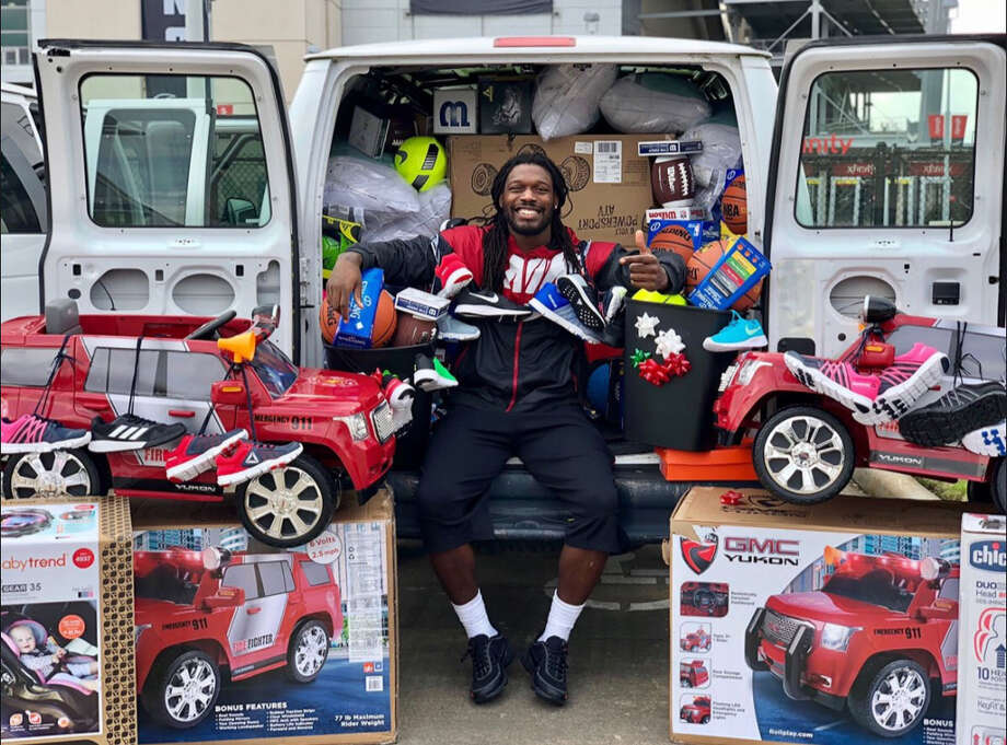 Houston Texans defensive end Jadeveon Clowney says he will fill the trash cans Jaguars fans sent him with these toys that he will donate to deserving families around Houston. Photo: Jadeveon Clowney