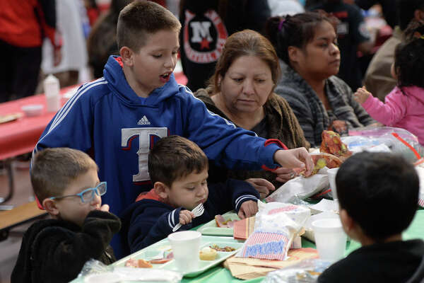 Familes dine together at the annual Christmas lunch on Dec. 22, 2017, at the Midland Soup Kitchen. James Durbin/Reporter-Telegram