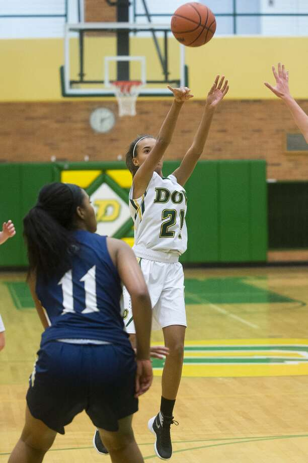Dow freshman Jada Garner takes a shot during the Chargers' game against Detroit Country Day on Friday, Dec. 22, 2017 at H. H. Dow High School. (Katy Kildee/kkildee@mdn.net) Photo: (Katy Kildee/kkildee@mdn.net)