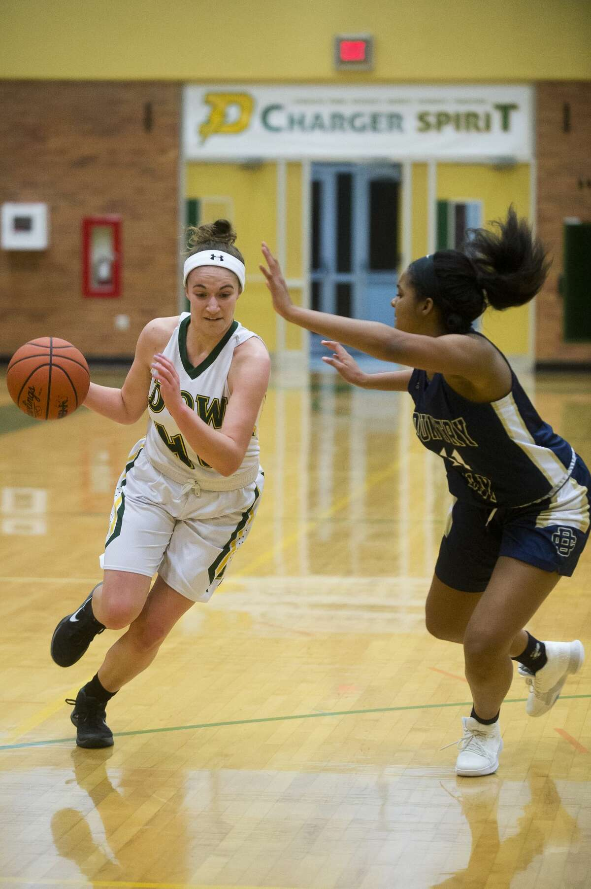 Dow junior Charis Queary dribbles down the court during the Chargers' game against Detroit Country Day on Friday, Dec. 22, 2017 at H. H. Dow High School. (Katy Kildee/kkildee@mdn.net)