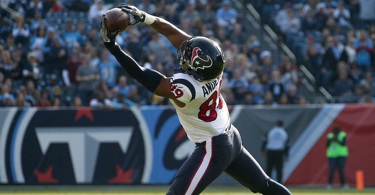 NASHVILLE, TN - DECEMBER 03: Stephen Anderson #89 of the Houston Texans makes a catch against the Tennessee Titans during the first half at Nissan Stadium on December 3, 2017 in Nashville, Tennessee. (Photo by Frederick Breedon/Getty Images)