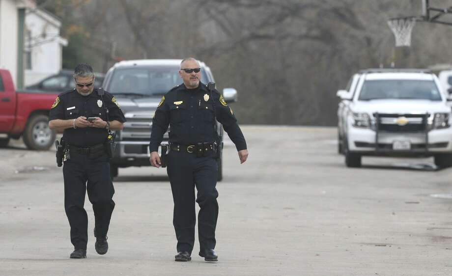Four deputies involved in a chase last year that left a woman and 6-year-old boy dead will be allowed to return to full-time duty Photo: John Davenport, STAFF / San Antonio Express-News / ©San Antonio Express-News/John Davenport