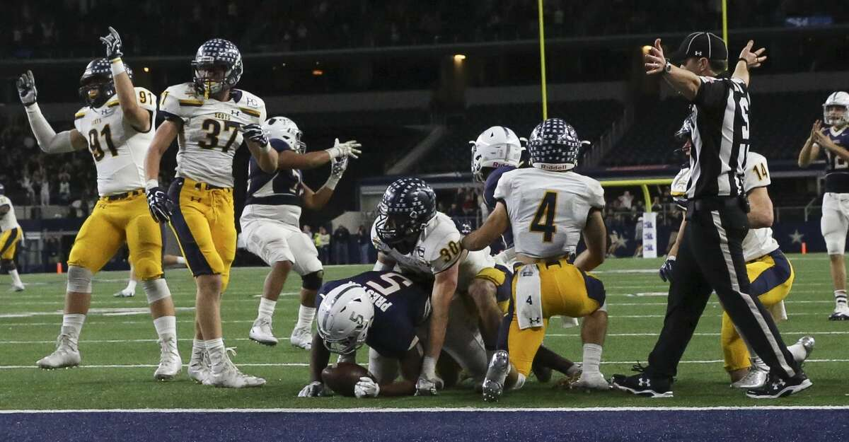 Manvel's Jalen Preston cannot make a final touchdown in the last second of the Class 5A Division I State Championship Game against Dallas Highland Park at AT&T Stadium on Friday, Dec. 22, 2017, in Arlington. Manvel Mavericks lost to Dallas Highland Park Scots 53-49. ( Yi-Chin Lee / Houston Chronicle )