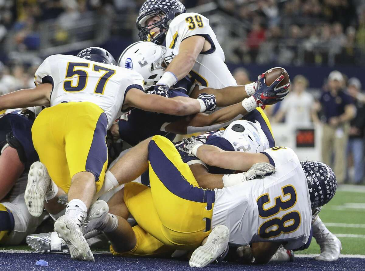 Manvel's Garrison Johnson (2) stretches his arms out to score a touchdown during the first quarter of the Class 5A Division I State Championship Game against Dallas Highland Park at AT&T Stadium on Friday, Dec. 22, 2017, in Arlington. ( Yi-Chin Lee / Houston Chronicle ) Browse through the photos to see photos from Friday night's classic.