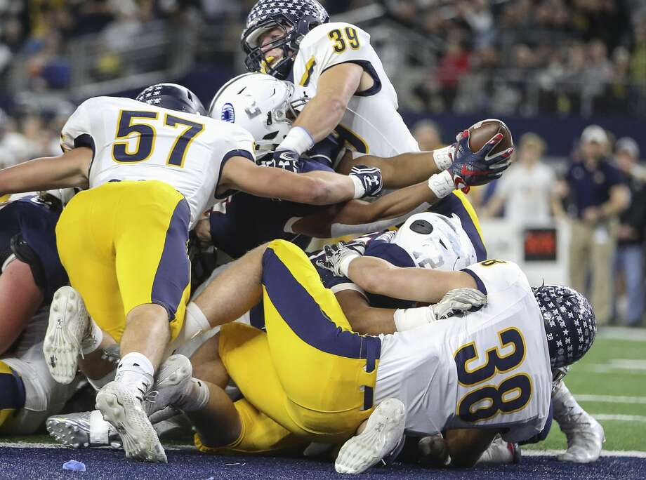 Manvel's Garrison Johnson (2) stretches his arms out to score a touchdown during the first quarter of the Class 5A Division I State Championship Game against Dallas Highland Park at AT&T Stadium on Friday, Dec. 22, 2017, in Arlington. ( Yi-Chin Lee / Houston Chronicle )Browse through the photos to see photos from Friday night's classic. Photo: Yi-Chin Lee/Houston Chronicle