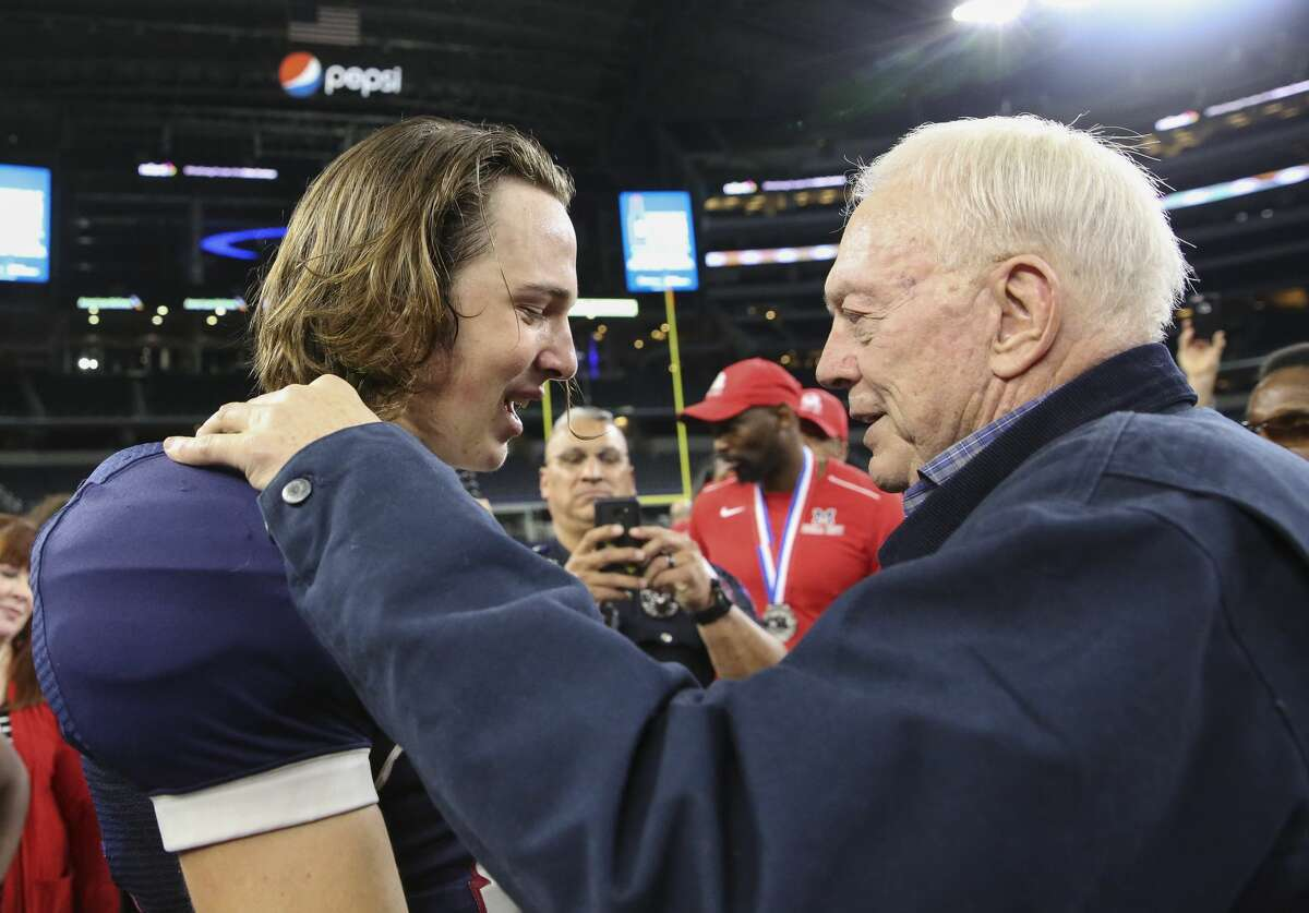 Manvel Quarterback KAson Martin gets to talk to Dallas Cowboys Owner Jerry Jones after the team lost the Class 5A Division I State Championship Game at AT&T Stadium on Friday, Dec. 22, 2017, in Arlington. Manvel Mavericks lost to Dallas Highland Park Scots 53-49. ( Yi-Chin Lee / Houston Chronicle )