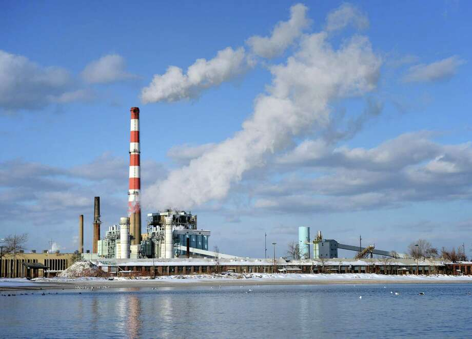 PSEG's Bridgeport Harbor Station power plant, in Bridgeport, Conn. Thursday, Jan. 23, 2014. Photo: Autumn Driscoll / Autumn Driscoll / Connecticut Post