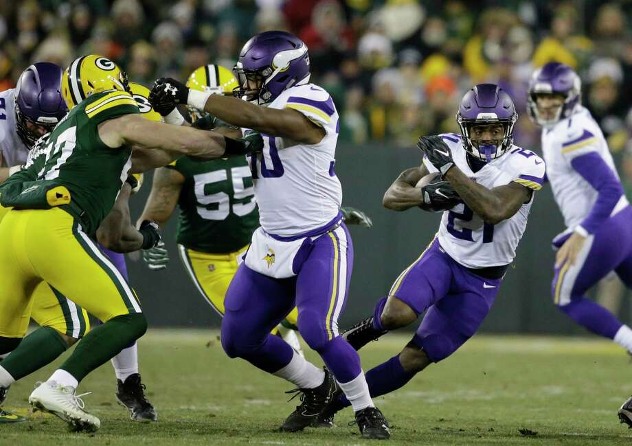 Minnesota Vikings' Jerick McKinnon runs during the first half of an NFL football game against the Green Bay Packers Saturday, Dec. 23, 2017, in Green Bay, Wis. (AP Photo/Jeffrey Phelps) Photo: Jeffrey Phelps / FR59249 AP