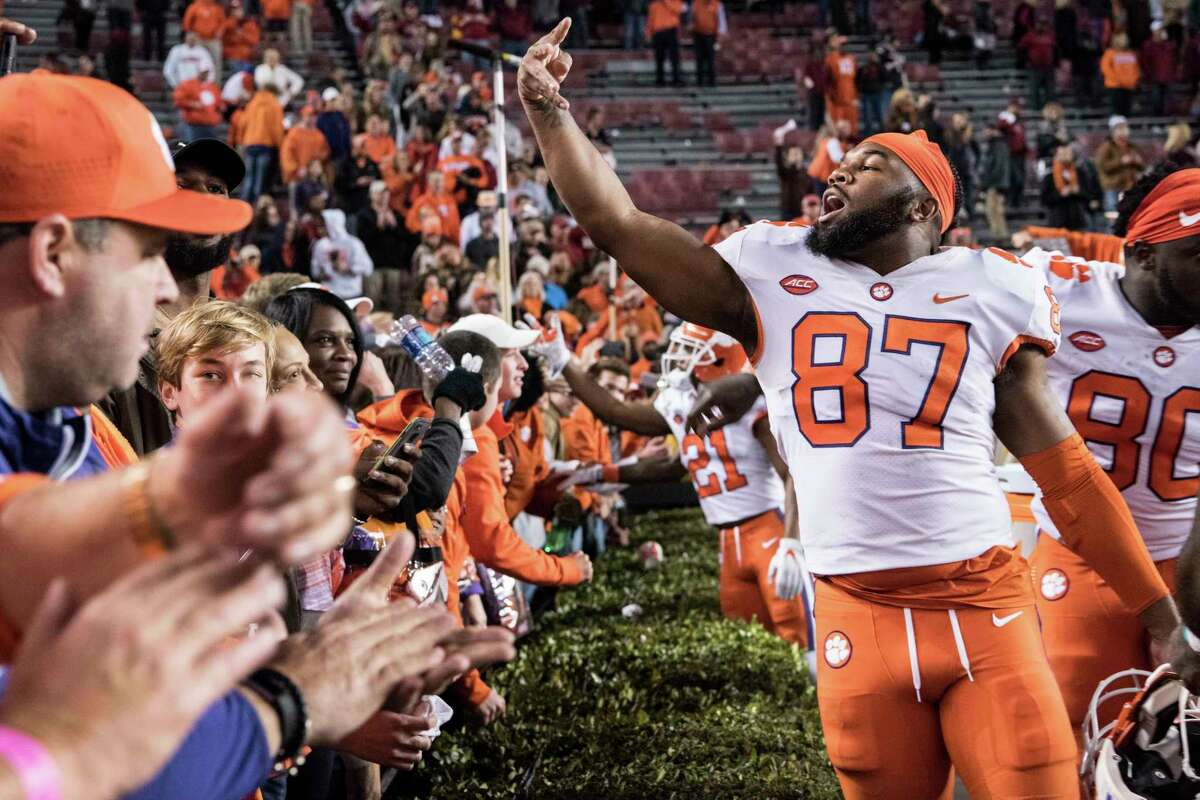 PHOTOS:Fan bases that had the highest expenses to attend this year's bowl games. Clemson (CFP semifinal) - $1,984