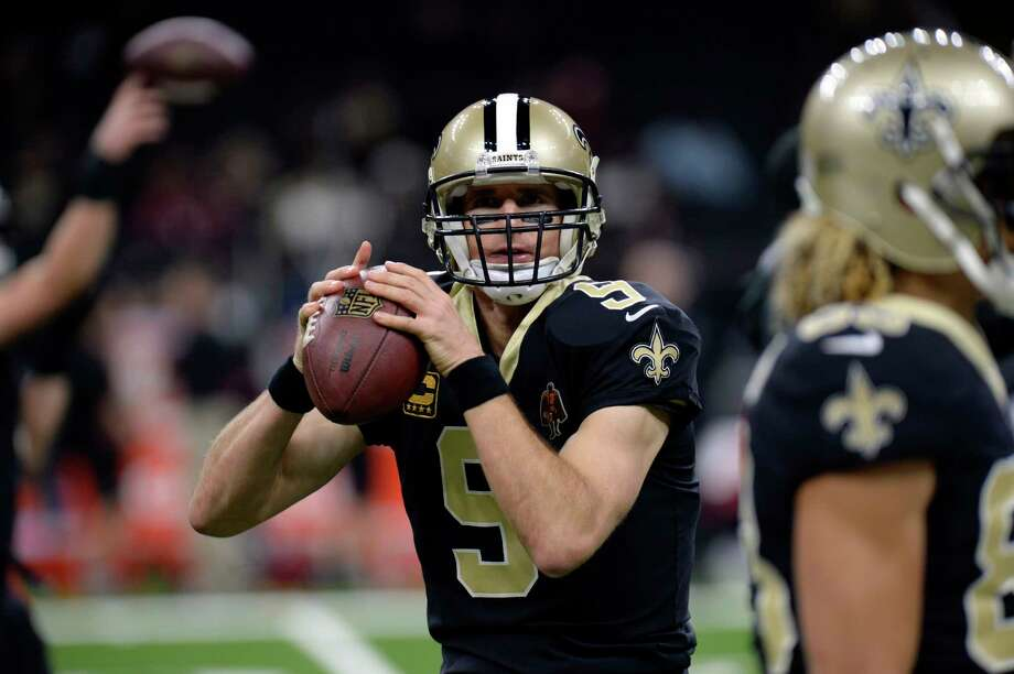 New Orleans Saints quarterback Drew Brees (9) warms up before an NFL football game against the Atlanta Falcons in New Orleans, Sunday, Dec. 24, 2017. (AP Photo/Bill Feig) Photo: Bill Feig, Associated Press / FR44286 AP