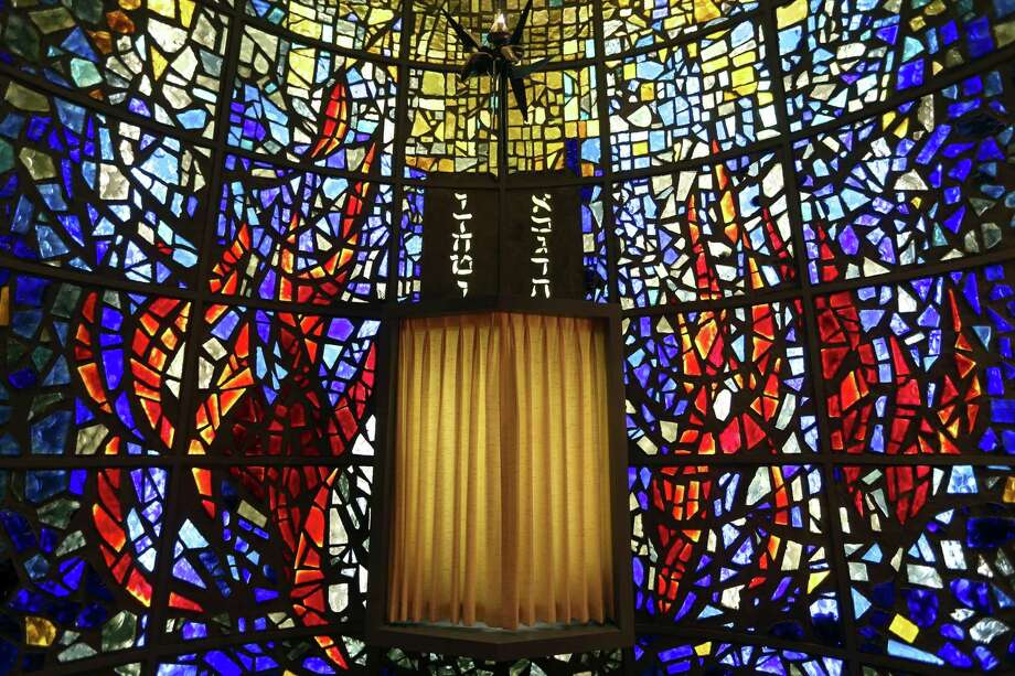 The stained glass in Temple Beth-El's Oppenheimer Chapel is the work of the late Texas artist Cecil Casebier. Photo: William Luther /San Antonio Express-News / © 2017 San Antonio Express-News