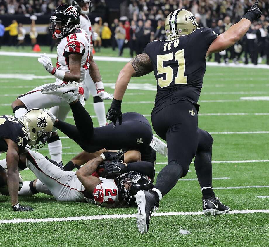 Saints linebacker Manti Te'o reacts as the defense stops Falcons running back Devonta Freeman short of the end zone in the fourth quarter. Photo: Curtis Compton, TNS