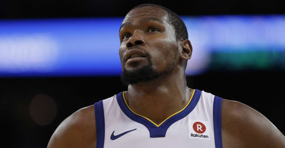 Kevin Durant (35) looks up at the scoreboard late in the second half as the Golden State Warriors played the Cleveland Cavaliers at Oracle Arena in Oakland, Calif., on Monday, December 25, 2017.