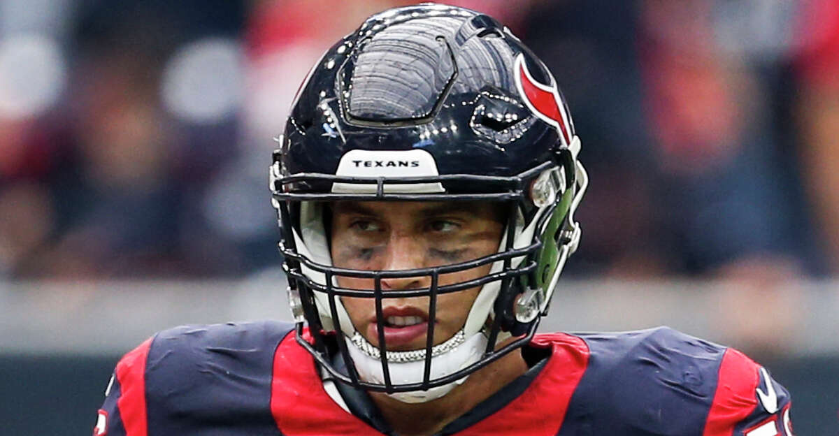 Houston Texans inside linebackers Brian Cushing (56) and Benardrick McKinney (55) stand together before a play during the fourth quarter of an NFL football game against the Tennessee Titans at NRG Stadium on Sunday, Oct. 2, 2016, in Houston. ( Brett Coomer / Houston Chronicle )