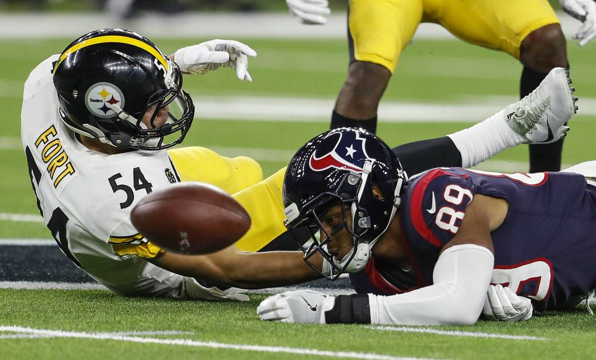 Pittsburgh Steelers linebacker L.J. Fort (54) breaks up a pass intended for Houston Texans tight end Stephen Anderson (89) during the fourth quarter of an NFL football game at NRG Stadium on Monday, Dec. 25, 2017, in Houston. ( Brett Coomer / Houston Chronicle )