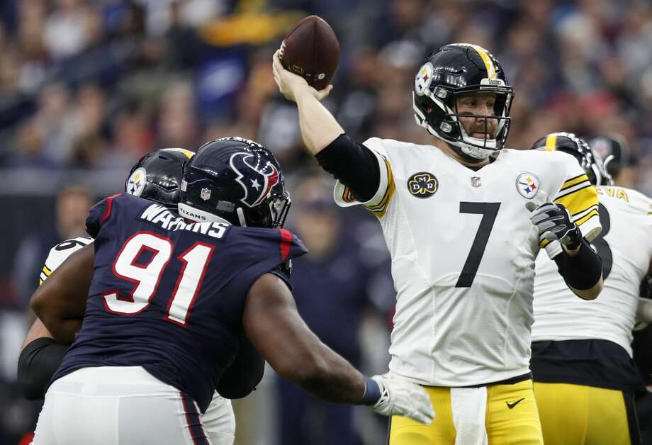 Pittsburgh Steelers quarterback Ben Roethlisberger (7) passes over Houston Texans defensive end Carlos Watkins (91) during the first quarter of an NFL football game at NRG Stadium on Monday, Dec. 25, 2017, in Houston. ( Brett Coomer / Houston Chronicle ) Photo: Brett Coomer/Houston Chronicle