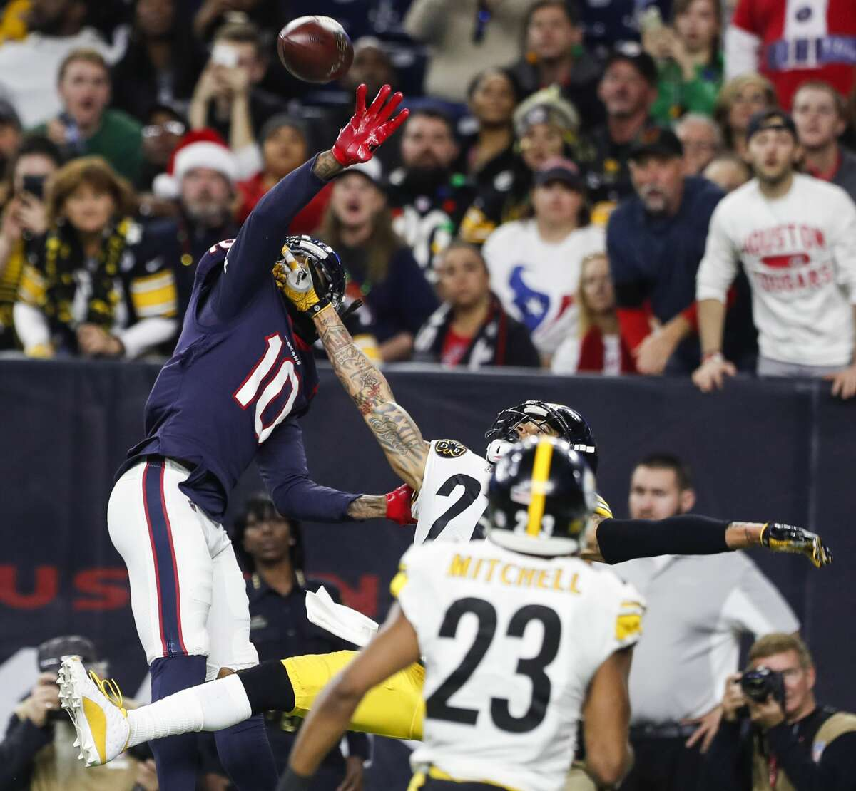 Wide receiver/Tight end The anemic passing game produced only eight completions. DeAndre Hopkins was the only player with more than one catch. He had four receptions for 65 yards and a touchdown. It wasn't the receivers' fault they threw only 17 passes. Grade: C