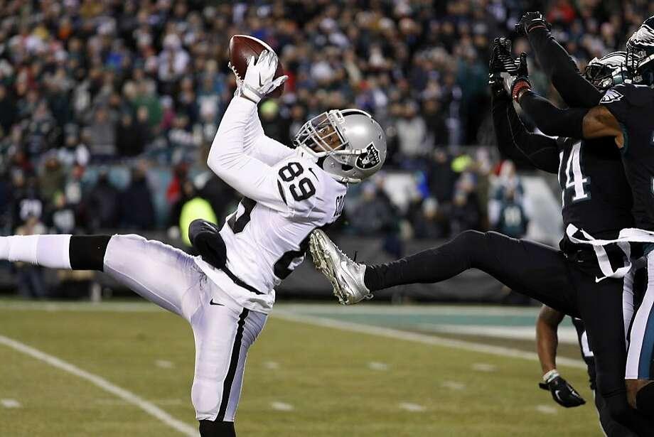 Oakland Raiders' Amari Cooper (89) catches a pass against Philadelphia Eagles' Corey Graham (24) during the first half of an NFL football game, Monday, Dec. 25, 2017, in Philadelphia. Photo: Chris Szagola, Associated Press