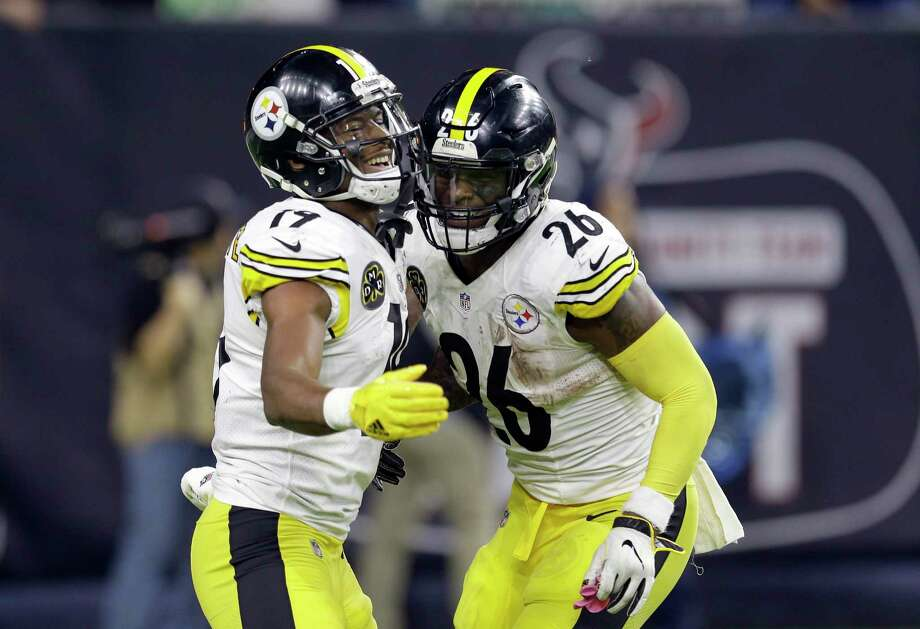 Pittsburgh Steelers running back Le'Veon Bell (26) celebrates with JuJu Smith-Schuster (19) after scoring a touchdown against the Houston Texans during the second half of an NFL football game Monday, Dec. 25, 2017, in Houston. (AP Photo/Michael Wyke) Photo: Michael Wyke / Michael Wyke 2017 918-282-3233 www.michaelwyke.com
