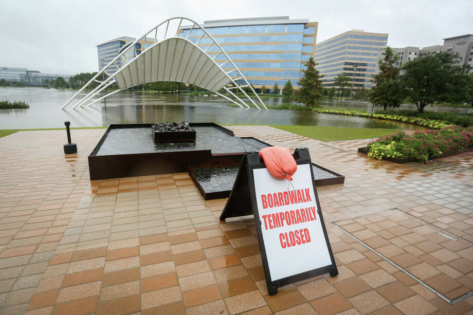 A boardwalk area of Hughes Landing is submerged during day two of rains from Tropical Storm Harvey on Sunday, Aug. 27, 2017. Photo: Michael Minasi, Staff Photographer / © 2017 Houston Chronicle