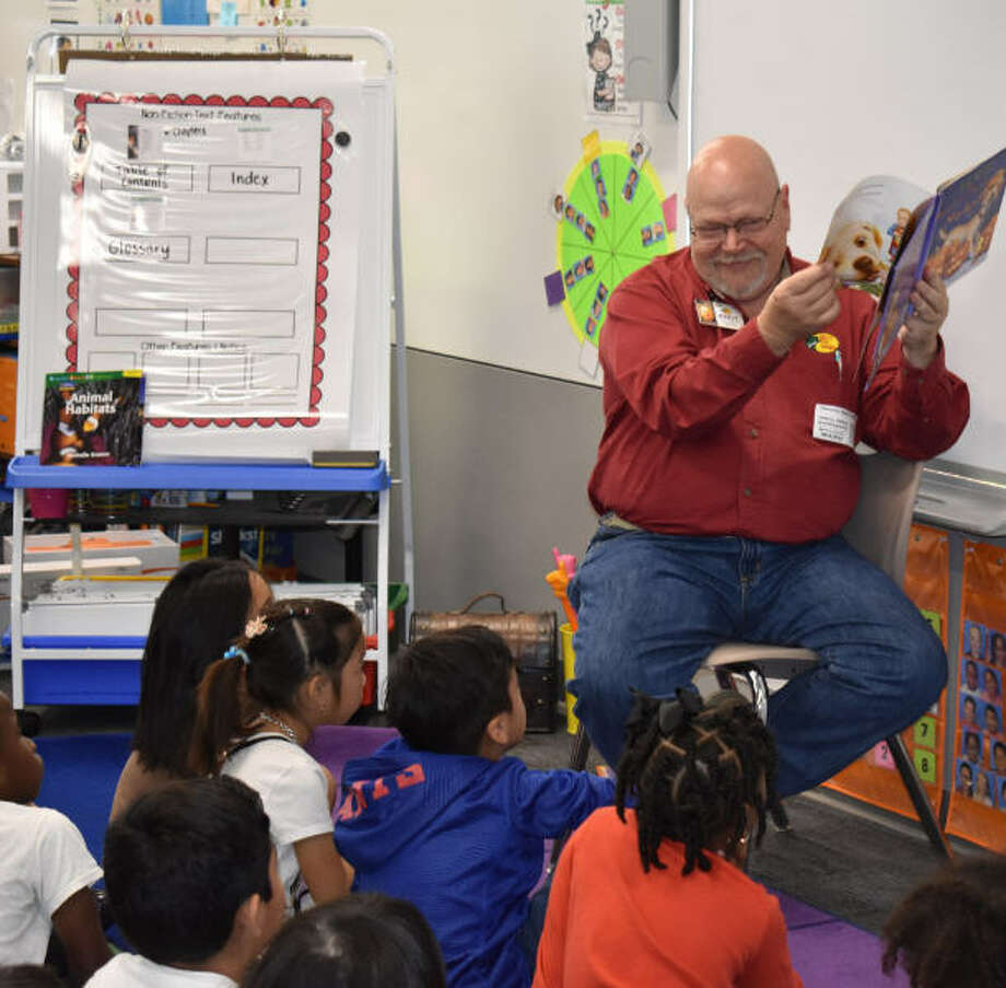 Andy Wohlgemuth of Bass Pro Shops participated in the 20th annual Promise to Read program. Photo: Katy ISD