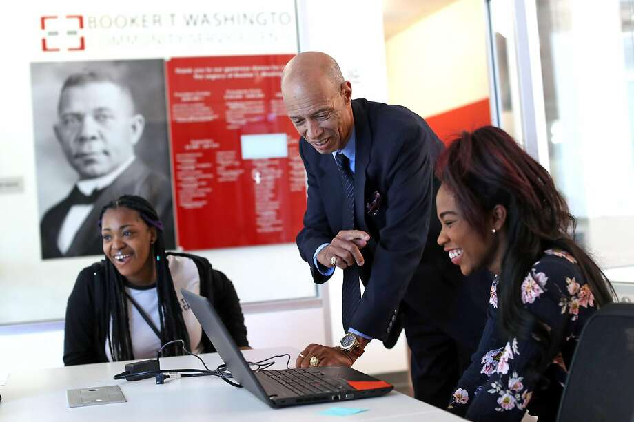 Del Seymour, founder of Code Tenderloin, visits with Kiyana Merritt (right) and Naya Sims-Brown (left). Photo: Scott Strazzante, The Chronicle