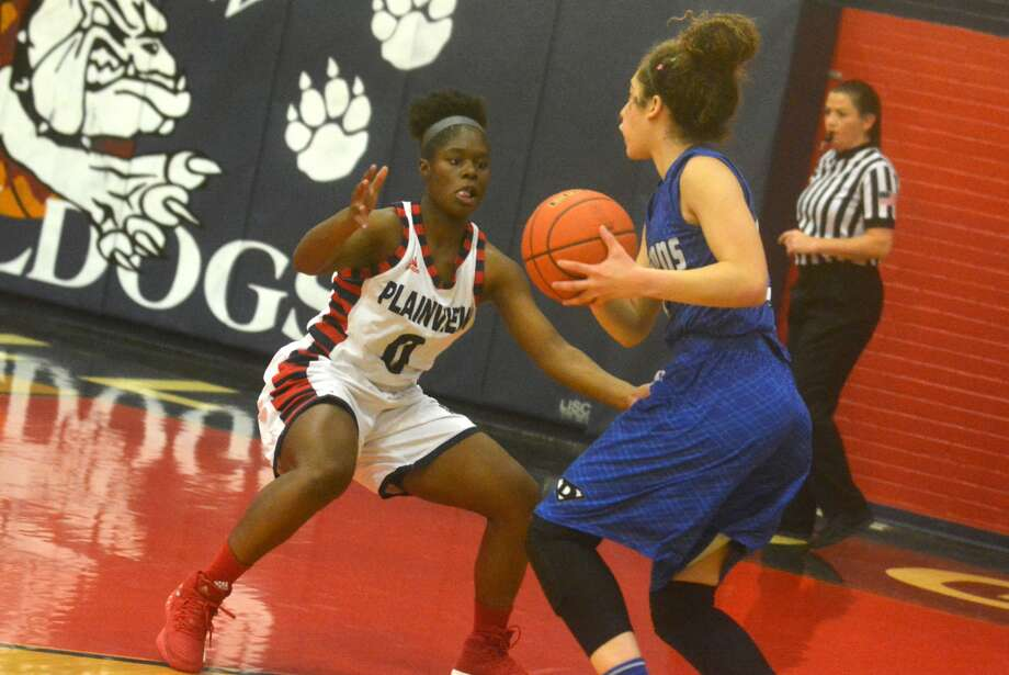 Plainview's Mahogany Nails, 0, gets into defensive position in the Lady Bulldogs' opening District 3-5A game against Palo Duro earlier this month. Photo: Skip Leon/Plainview Herald