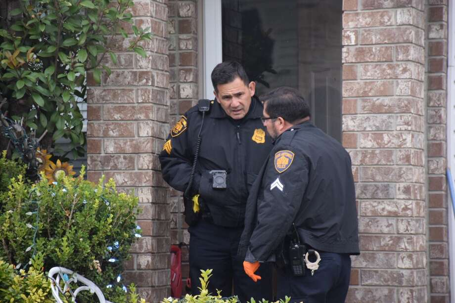 A young boy found his mother and her boyfriend dead in the main bedroom of their Northwest Side home on Wednesday, Dec. 27, 2017. Photo: Caleb Downs / San Antonio Express-News