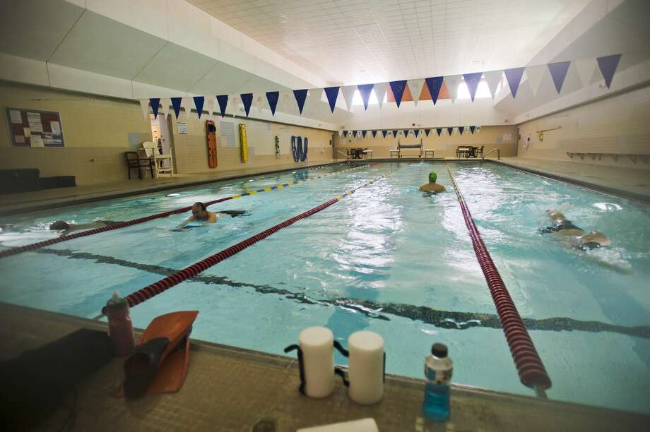 People swim laps in the pool at the Greater Midland Community Center on Wednesday, Dec. 27, 2017. (Katy Kildee/kkildee@mdn.net) Photo: (Katy Kildee/kkildee@mdn.net)