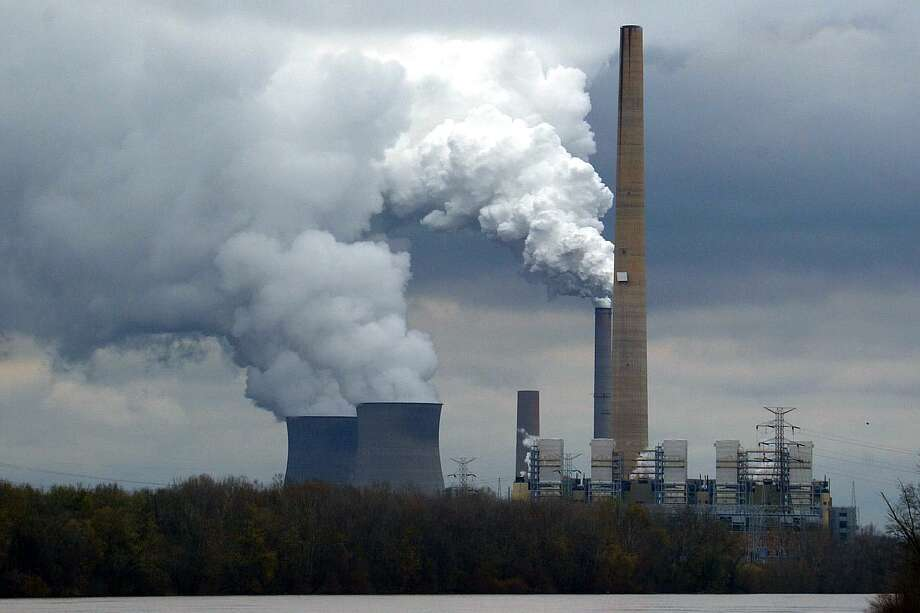 The coal-fired power station, owned by American Electric Power Company, in Cheshire, Ohio. Photo: David Howells/Getty Images / Corbis Via Getty Images / This content is subject to copyright.