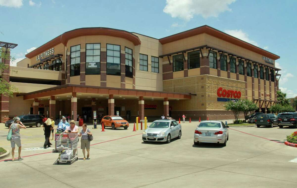 The Greenway Commons shopping center has changed hands.