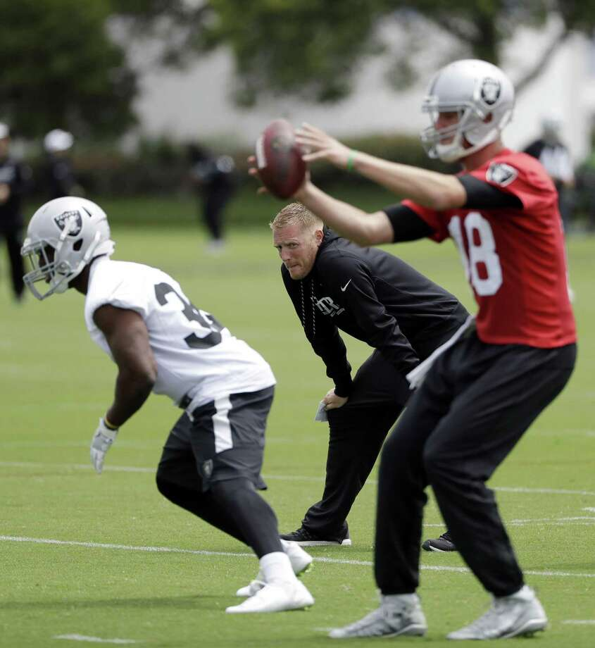 Oakland Raiders offensive coordinator Todd Downing, center, watches watches drills during the team's organized team activity at its NFL football training facility Tuesday, May 30, 2017, in Alameda, Calif. (AP Photo/Marcio Jose Sanchez) Photo: Marcio Jose Sanchez / AP / Copyright 2017 The Associated Press. All rights reserved.