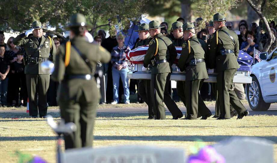 Border Patrol pallbearers carry Border Patrol agent Rogelio Martinez to a graveside service at Restlawn Cemetery, Saturday, Nov. 25, 2017 in El Paso, Texas. Martinez was on patrol in the Big Bend Sector when he died in the line of duty. (Mark Lambie/The El Paso Times via AP) Photo: Mark Lambie, MBR / The El Paso Times