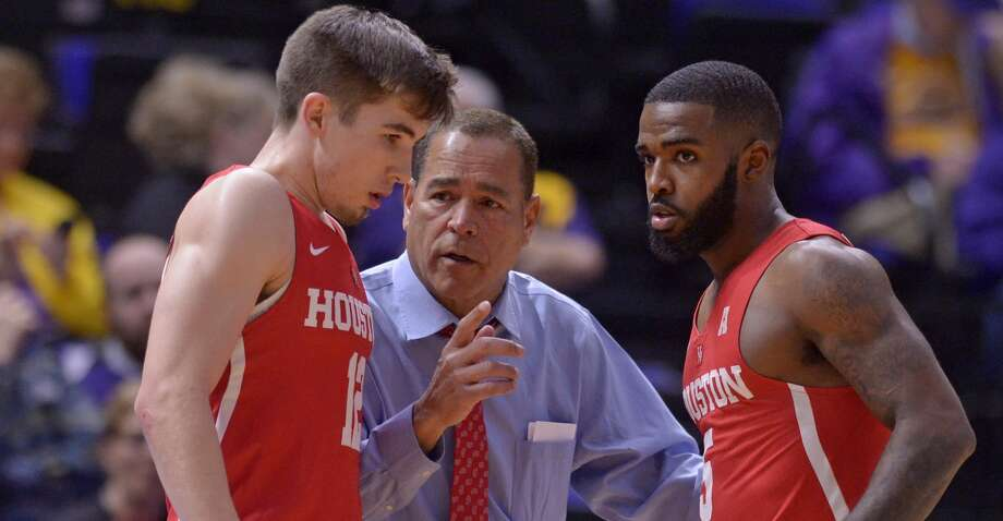 Houston head coach Kelvin Sampson speaks with Houston guard Wes VanBeck (12) and Houston guard Corey Davis Jr. (5) against LSU,  during an NCAA college basketball game Wednesday, Dec. 13, 2017, in Baton Rouge, La. (Hilary Scheinuk/The Advocate via AP) Photo: Hilary Scheinuk/Associated Press
