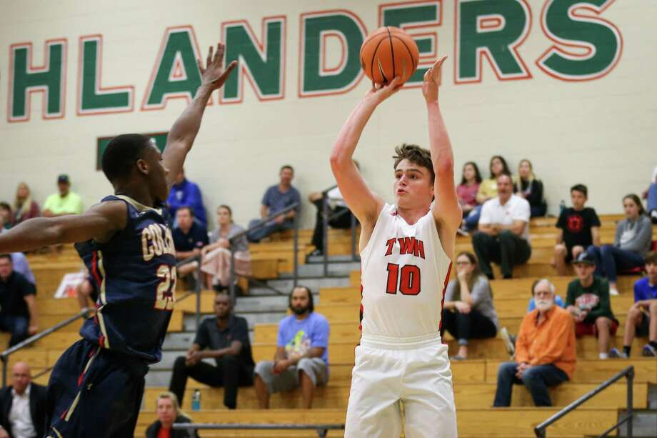 The Woodlands' John Stubbs (10) shoots during the high school boys basketball game against Klein Collins on Monday, Dec. 4, 2017, at The Woodlands High School. (Michael Minasi / Houston Chronicle) Photo: Michael Minasi, Staff Photographer / © 2017 Houston Chronicle