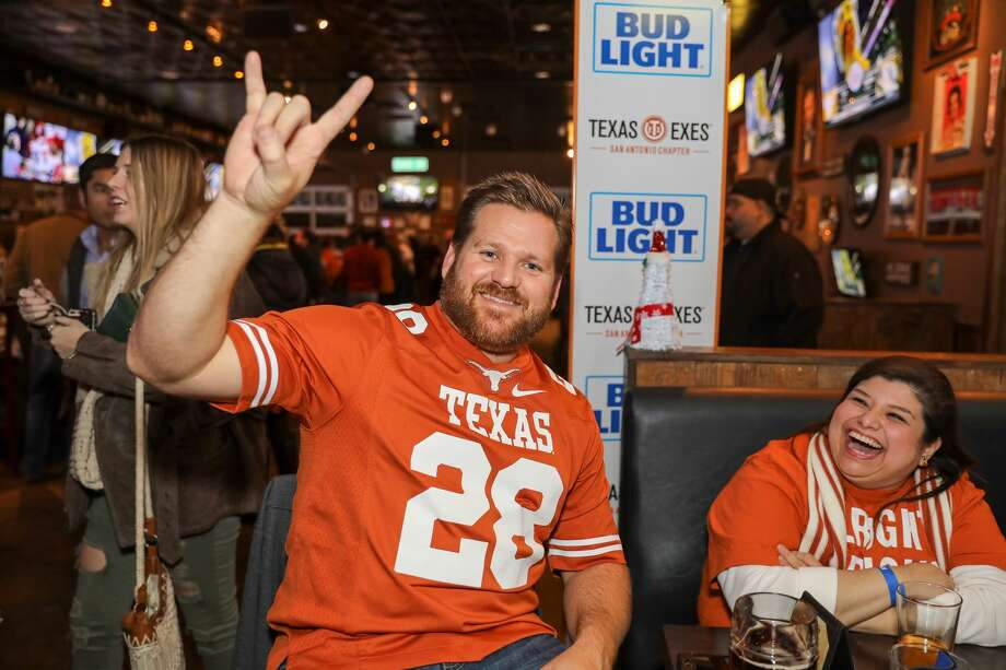 >>>Check out the best bars in Houston to watch some of your favorite college football teams from Texas, including UT, Texas A&M, Houston and more. Photo: Marco Garza
