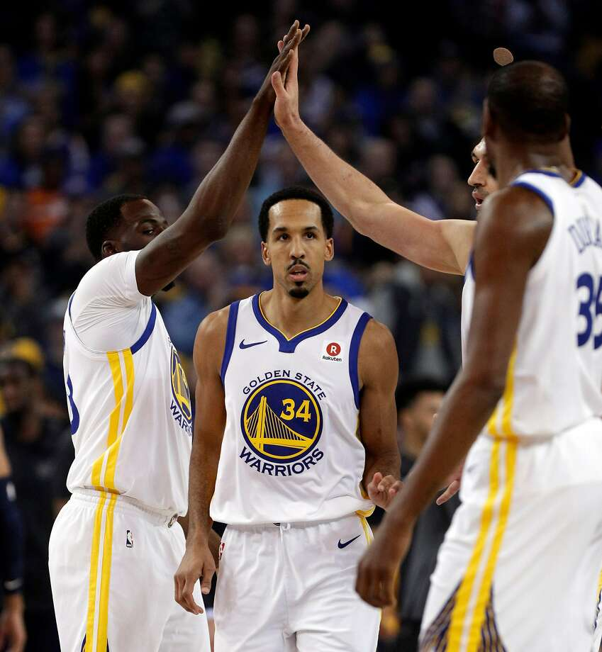The Warriors high five after a scoring play for Shaun Livingston (34) in the first half as the Golden State Warriors played the Utah Jazz at Oracle Arena in Oakland, Calif., on Wednesday, December 27, 2017. Photo: Carlos Avila Gonzalez, The Chronicle