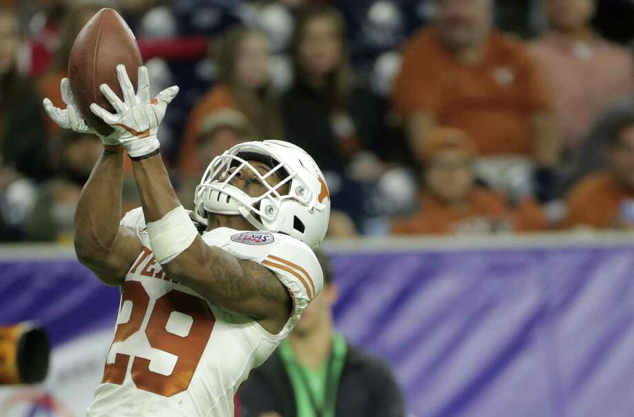 Texas Longhorns defensive back Josh Thompson (29) keeps a punt from going into the endzone in the fourth quarter, given Missouri Tigers placement on their own 4 yard line during the Academy Sports + Outdoors Texas Bowl at NRG Stadium on Wednesday, Dec. 27, 2017, in Houston. Texas won the game 33-16. Photo: Elizabeth Conley, Houston Chronicle / © 2017 Houston Chronicle
