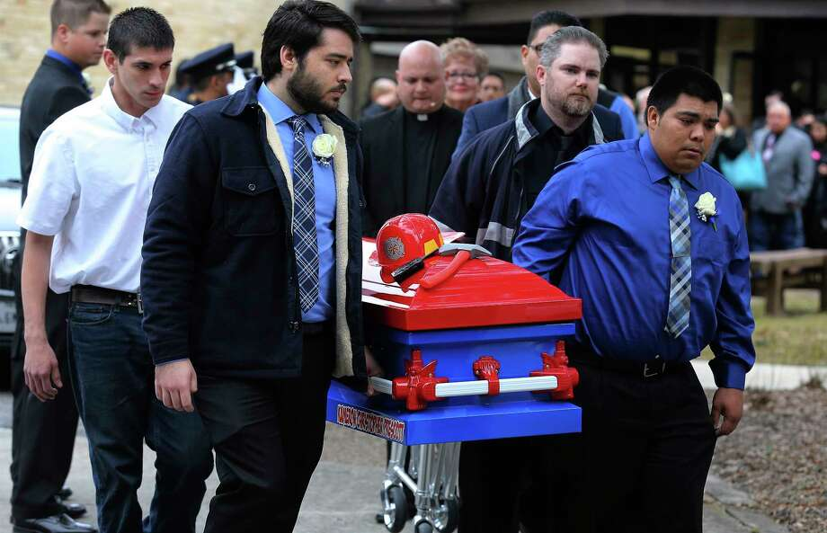 Pallbearers carry the firefighter-themed casket of six-year-old Kameron Prescott after a church service on Thursday, Dec. 28, 2017. Kameron was killed in his Schertz trailer home by Bexar County sheriff's deputies' gunfire last week. About 600 people attended the service which was held at United Methodist Church in Universal City and his burial followed at Chapel Hill Memorial Park. Photo: Kin Man Hui, San Antonio Express-News / ©2017 San Antonio Express-News