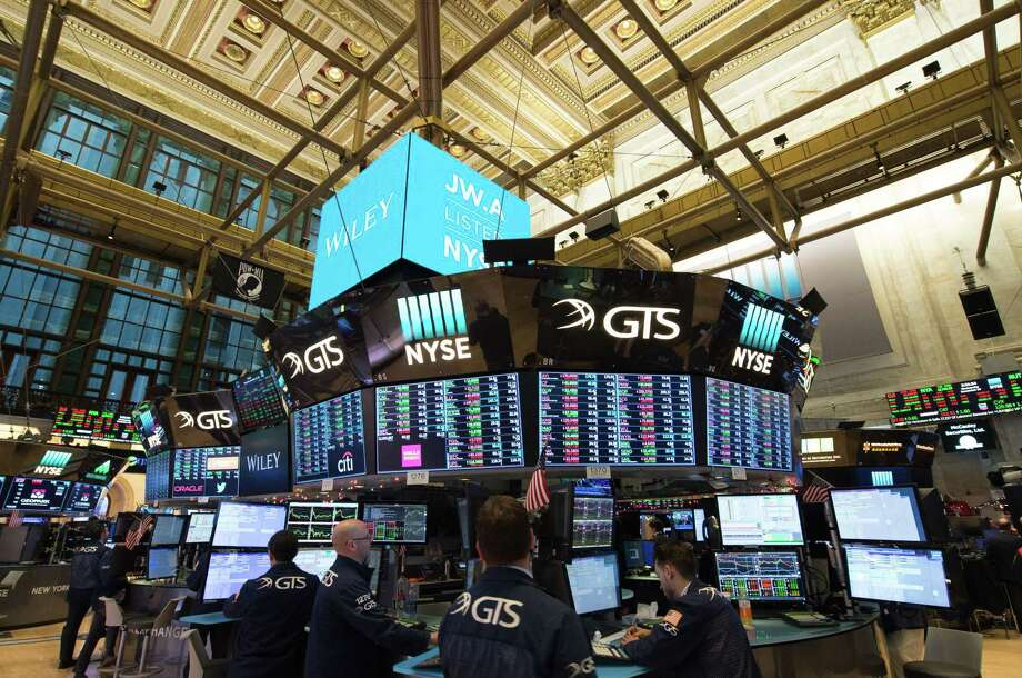 Traders work on the floor at the closing bell of the Dow Jones Industrial Average at the New York Stock Exchange on December 20, 2017 in New York. After closing above the 20,000 level in January, the Dow Jones Industrial Average was within striking distance of the 25,000 mark, which it cross Jan. 4, 2018. / AFP PHOTO / Bryan R. SmithBRYAN R. SMITH/AFP/Getty Images Photo: BRYAN R. SMITH, Contributor / AFP or licensors