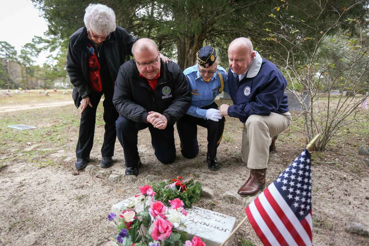 From the left: American Legion Auxiliary Chaplain Hazel Broyles, Precinct 1 Judge Wayne Mack, Honor Guard Commander Sheila Schulte and U.S. Rep. Kevin Brady, R-The Woodlands, lay a wreath at the gravestone of Johnny Carl Lawson, a 21-year-old Willis resident who was killed in Vietnam, during the Wreaths Across Willis event on Saturday, Dec. 16, 2017, at the Willis Cemetery.