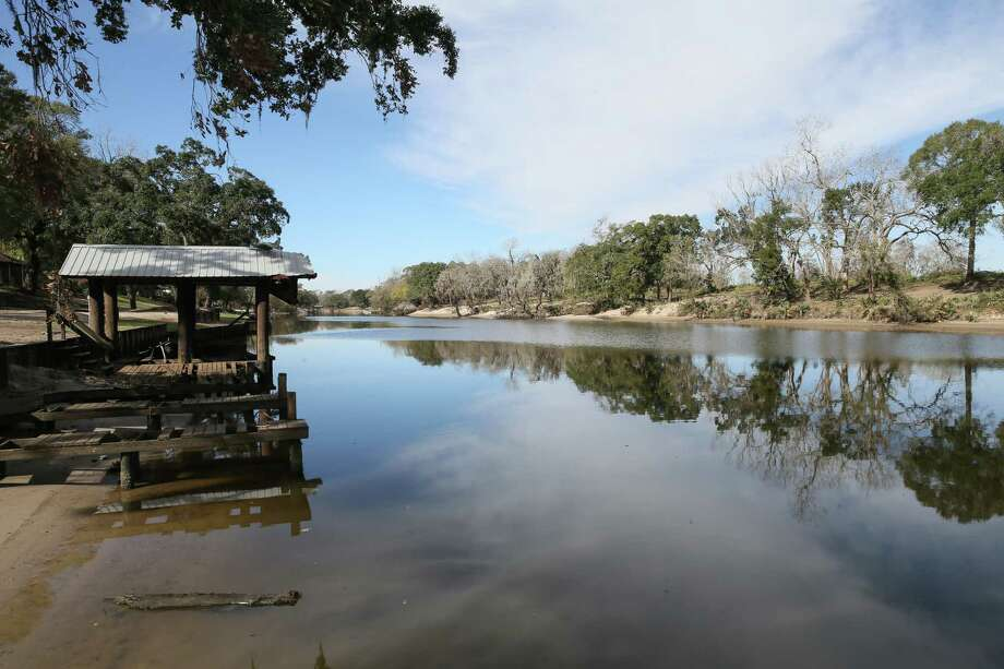 December 10, 2017:   The San Bernard river is a passage way for barges including the unmanned runaway barge that severely damaged several boat docks in Sweeny, Texas. (Leslie Plaza Johnson/Freelance Photo: Leslie Plaza Johnson, Freelancer / Freelance