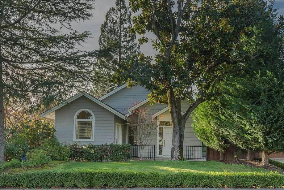 757 Oak Lane in Sonoma is a three-bedroom set on roughly a quarter of an acre. Photo: SOMA Pictures