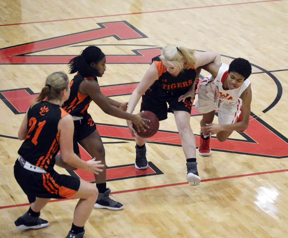 Morgan Hulme and Quierra Love team up for a steal for EHS.