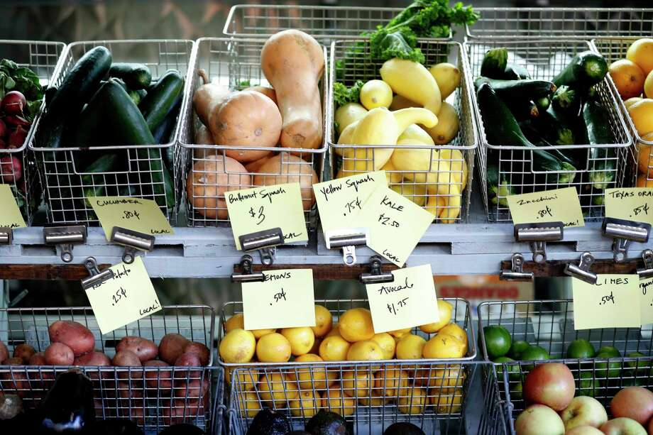 The fresh produce at Grit Grocery. Photo: Karen Warren, Houston Chronicle / @ 2017 Houston Chronicle