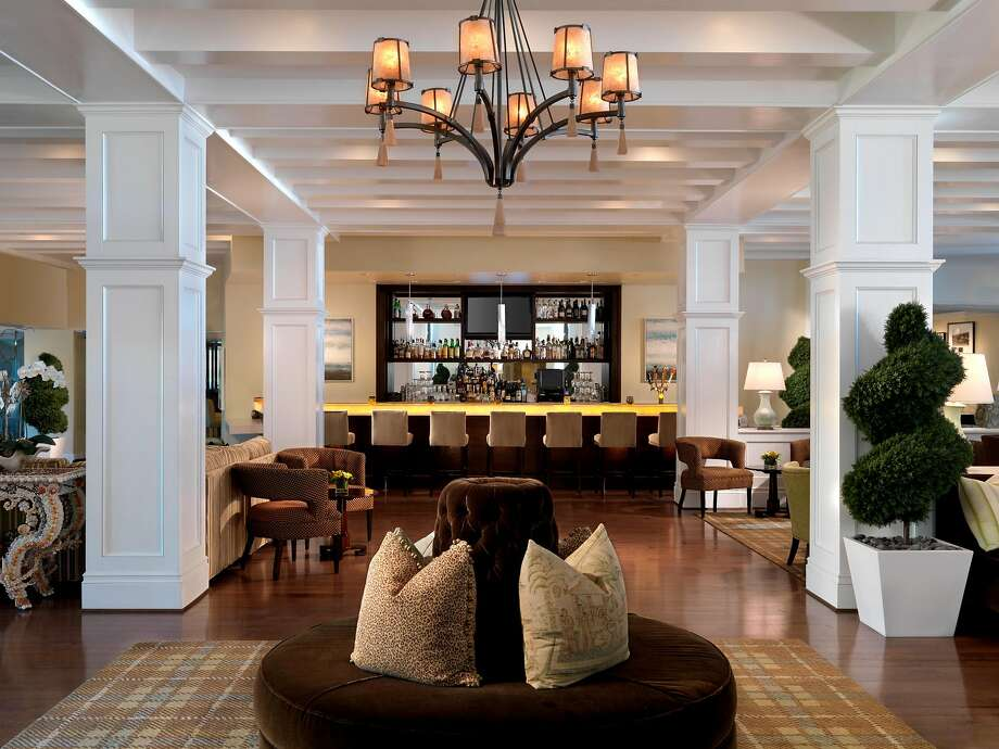 The Living Room Bar at L'Auberge Del Mar attracts locals as well as guests with live music and an artisan cocktail and bar menu. Photo: L�Auberge Del Mar