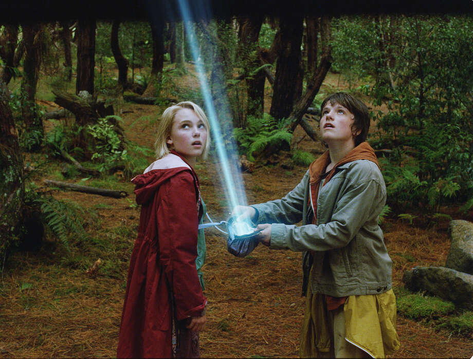 "In this photo provided by Walden Media, Annasophia Robb (left) and Josh Hutcherson (right) in a scene from Disney's ""Bridge to Terabithia."" (AP Photo/Walden Media/Weta Digital Ltd.) Photo: Weta Digital / WALDEN MEDIA"