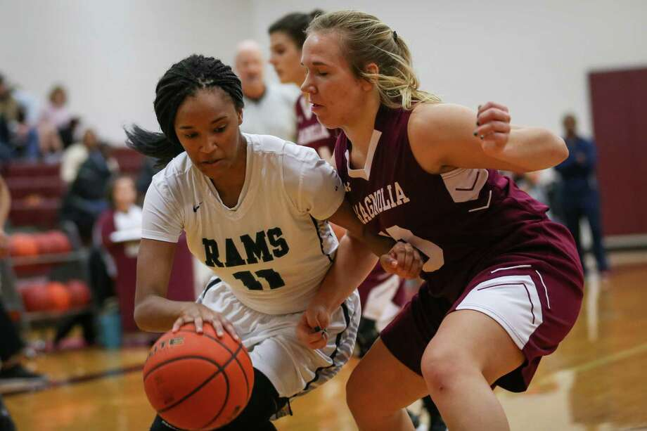 Cy-Ridge's Jurnee Thompson (11) drives for the basket as Magnolia's Lexi Bearden (10) defends during the girls basketball game on Friday, Dec. 29, 2017, at Magnolia High School. (Michael Minasi / Houston Chronicle) Photo: Michael Minasi, Staff Photographer / © 2017 Houston Chronicle